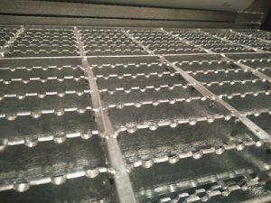 Grating Steel Galvanis Hotdeep Panjang 6 Meter Dan Custom
